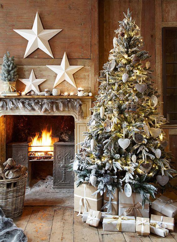 Quiero compartirte algunas de las mejores tendencias en decoración que han ido saliendo para esta proxima navidad 2016, que son preciosas, en las que se propone crear un ambiente que use la misma gama de color en todos los detalles de nuestra casa, con la finalidad de no saturarla y crear una armonia visualmente, espero que te gusten nuestras propuestas.