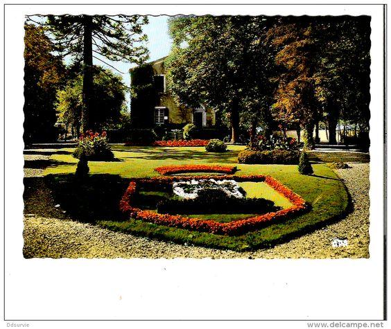 Casteljaloux  --  jardin public dans les années 60