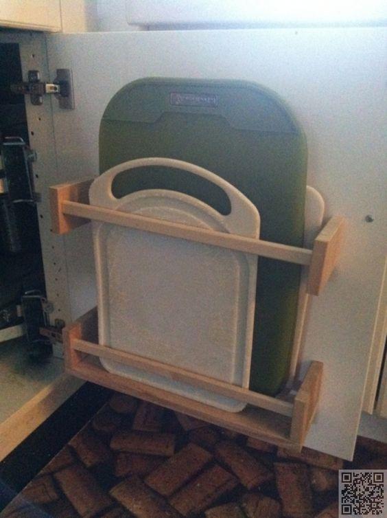 Ikea hack bergplek snijplanken aan de binnenkant van een ...