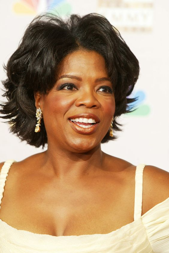 oprah hairstyles : Oprahs perfectly cut short hairstyle and soft makeup