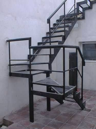 Escaleras de hierro hierro y madera decoracion de for Escaleras para exteriores de madera