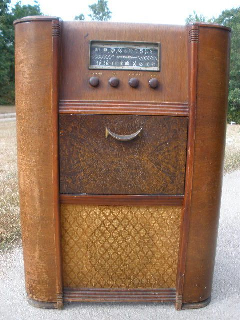 Antique Wooden Floor Radio Crosley It
