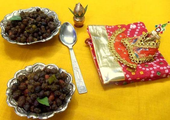 sukha kala chana / black chicpeas stir fry - for Ganesh chathurthi ~ Daily Swad Sugandh
