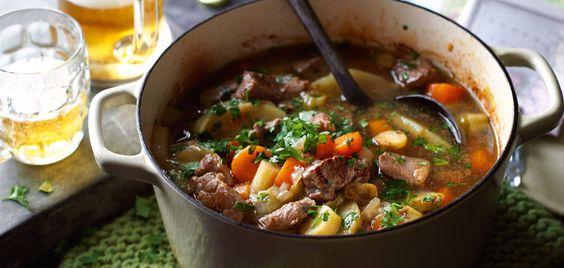 Pichelsteiner Eintopf ( mit Rind- und Schweinefleisch- Möhren-Kartoffeln-Porree-Petersilienwurzeln und Gewürze)