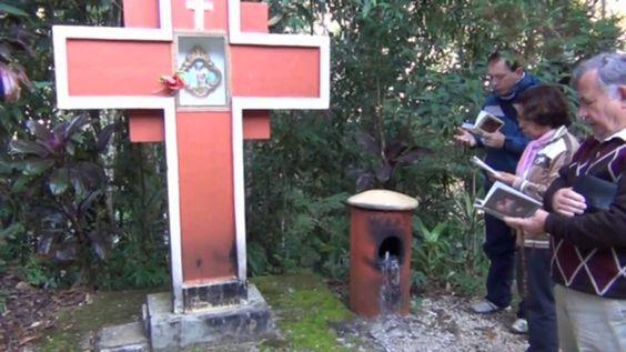 Caminhada realizada no Morro da Cruz Nova Trento - SC 01/06/2013 Realização: Movimento Salvai Almas www.salvaialmas.com.br Apoio: Rádio e TV Auxiliadora www....