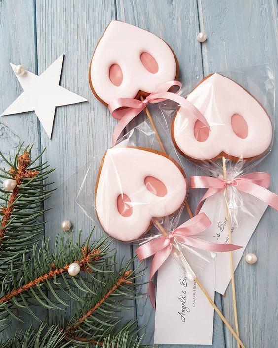🐽Пятачки для весёлых новогодних фотографий. От 5-ти штук. Цена 45 грн. . . Для заказа - директ, вайбер 0680684393 🐽 🐽 🐽 #angelassweets_НовыйГод2019 #новогодниепряники #имбирныепряники #ручнаяработа #новогодниепряники #cookies #decoratedsugarcookies #angelassweets