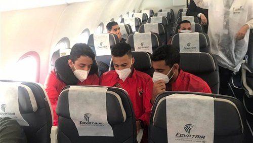 بالورود والشوكولاتة مصر للطيران تستقبل بعثة الأهلي على متن طائرة خاصة In 2021 Vr Goggle Electronics Goggles
