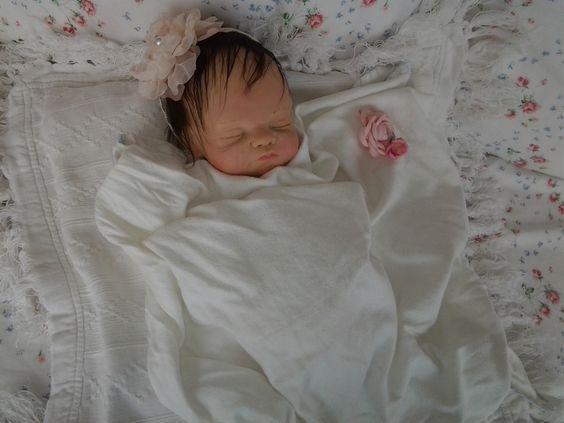 Handgeboetseerde baby, met echt haar 375 euro