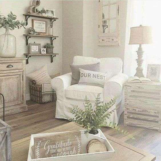 Anche il salotto è piuttosto piccolo e volete arredarlo in perfetto stile. Idee Per Arredare Un Soggiorno In Stile Shabby Chic Farmhouse Style Living Room Modern Farmhouse Living Room Living Room Decor Country