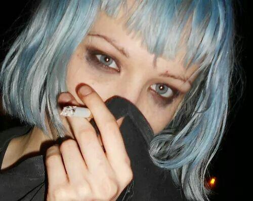 Alice Glass In 2020 Girl Short Hair Grunge Girl Soft Grunge