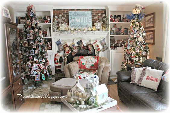 Priscillas: Christmas In The Family Room