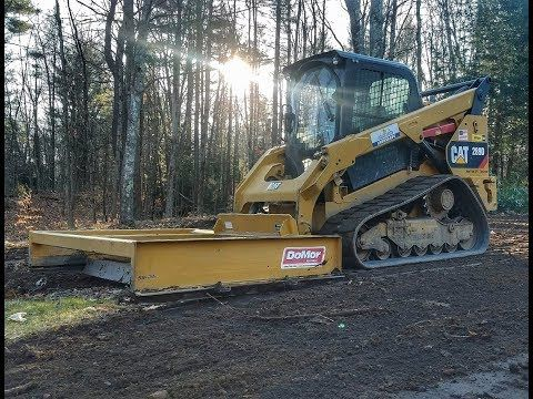 Cat 289d With Domor Box Grader Leveling Yard Youtube Leveling Yard Caterpillar Equipment Construction Equipment