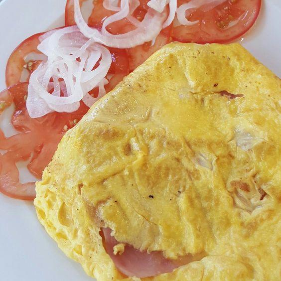 Tortilla francesa con jam n y ensalada de tomate y cebolla - Tortilla francesa calorias ...