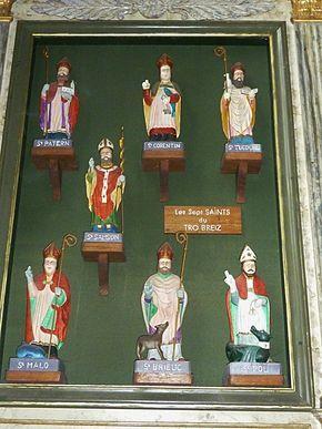 Saint-Pol-de-Léon: cappella di Notre-Dame du Kreisker, i Sette Santi del Tro Breizh. Sin dal XV secolo ha luogo il Pellegrinaggio dei Sette Santi della Bretagna - circa 600 km - , ossia di coloro che hanno portato il cristianesimo in questo territorio.