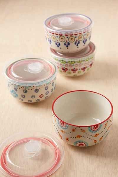 Ensemble de bols de conservation d'aliments en céramique.