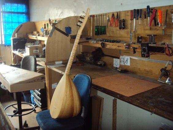 Regulagem de Banglama instrumento Turco - Oficina das Guitarras Mozart
