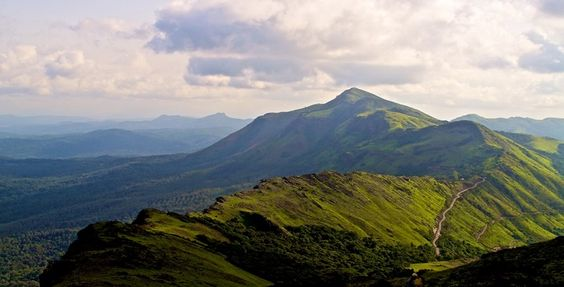 Trekking in mullayangiri - Mullayangiri to Baba Budden Giri have the highest ranges (1930 mts from sea level) and Baba Budden Giri range of Western Ghats of Chikmagalur Taluk is Karnataka's Highest Peak and 3rd highest peak in India after the great Himalayas.