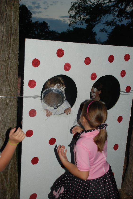 how to build a pie in the face booth