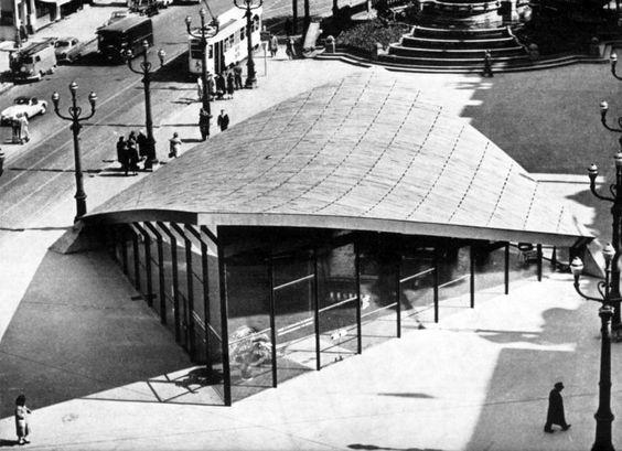 Pavillon d'information pour l'Expo 58, en paraboloïde hyperbolique (démoli), place De Brouckère, Bruxelles, architectes Lucien Jacques Baucher, Jean-Pierre Blondel et Odette Fillipone Architecture, n° 25, 1957.