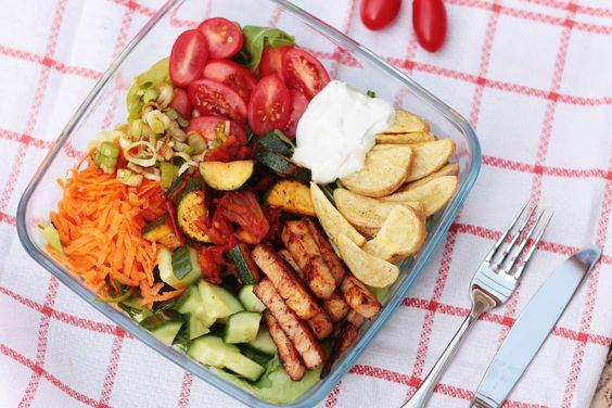 Healthy Eating Food Diary featuring this delicious summer lunch bowl is now up on my blog www.svenjasparkling.blogspot.de //
