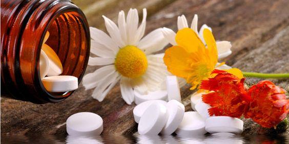 """Schüssler-Salze-Bei der Schüssler-Salz-Therapie handelt es sich um hochverdünnte Mineralsalze, die ebenfalls die Selbstheilungskräfte des Körpers anregen sollen. Bei akuten Schmerzen hilft die sogenannte """"Heiße Sieben"""". Dazu 10 Tabletten von Salz Nr. 7 (Magnesium phosphoricum, Apotheke) in einem Glas heißem Wasser auflösen und in kleinen Schlucken trinken."""