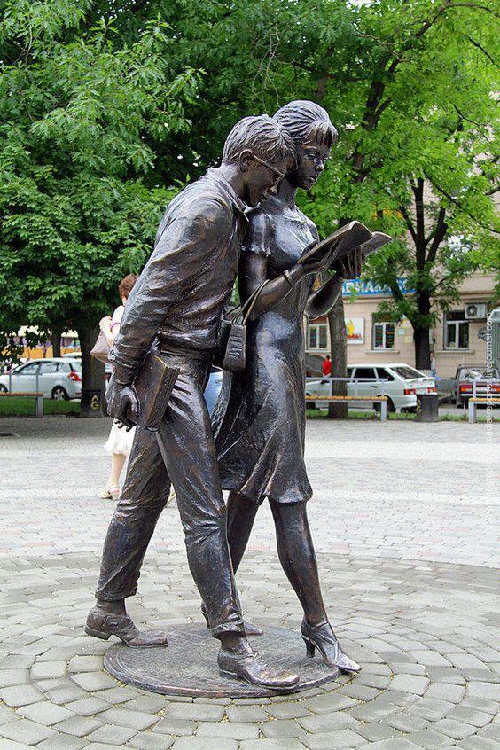 """""""Monumento a los estudiantes(Shura y Lida)"""", Krasnodar (Rusia). Ⓜ"""