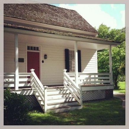 31 New Ideas Farmhouse Porch Cushions House With Porch Front Porch Railings Porch Railing
