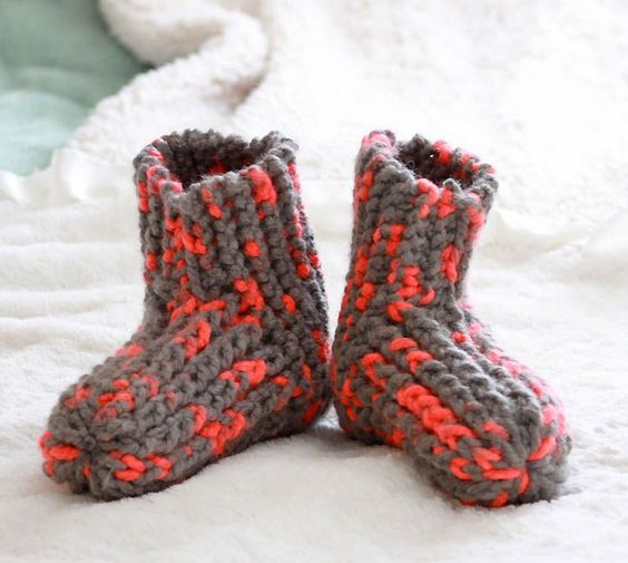 Knitting Shoes Tutorial : Super easy knitting pattern for women s slippers gina