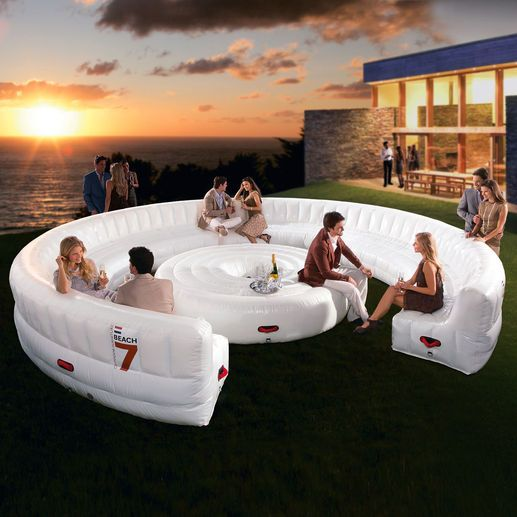 Beach7 AirLounge XL provides seating for up to 30 people - aufblasbare gartenmobel designs