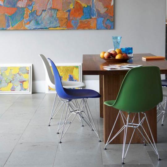 Salle A Manger Coloree Avec Chaises Multicolores Decorchambre Esszimmer Farbe Modernes Esszimmer Haus Deko
