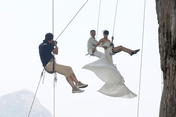 Higher Love / Chinese Couple Take Wedding Photos While Rock Climbing (via BuzzFeed) für den Monat Mai