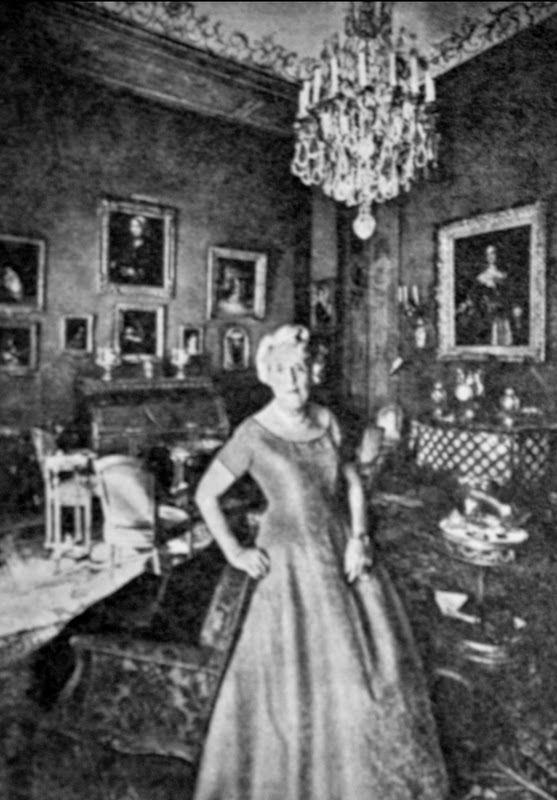 Rothschild ailesi Baron Guy Rothschild'in annesi, Baron Edouard De Rothschild'in eşi Barones Rothschild.
