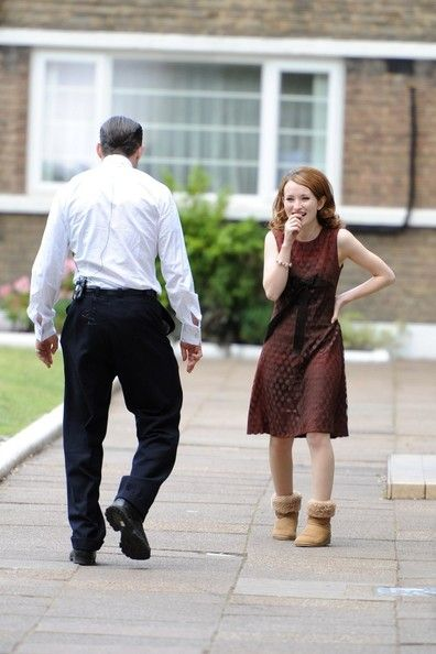 Emily Browning Photos - Tom Hardy and Emily Browning Make Out on Set - Zimbio