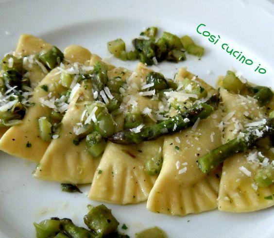 Ravioloni agli asparagi e scamorza affumicata, ricetta di primavera