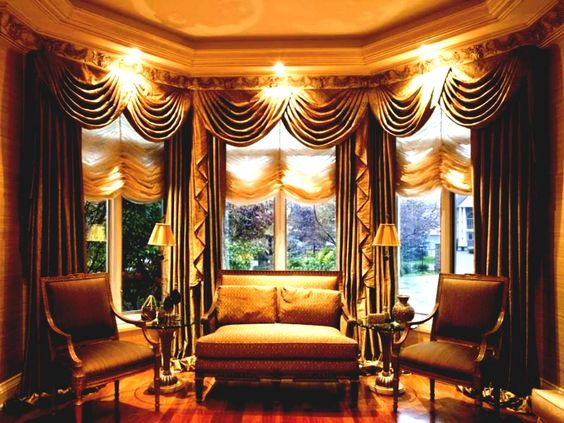 for-impressive-bay-window-living-room-furniture-ideas-with-elaborate-curtain-using-wooden-floor-and-exclusive-chairs-luxury-decorating.jpg (952×714)