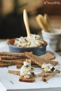 Crema de quesos con arándanos secos y nueces