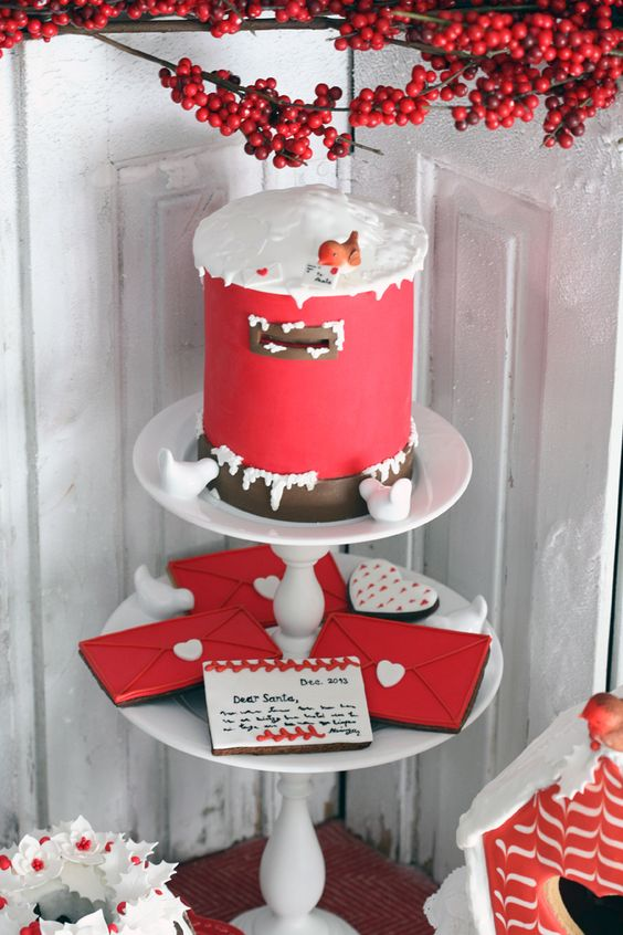 Would you look at that! Santa's mailbox cake with Santa cookie letters. So need to make this for Christmas!: