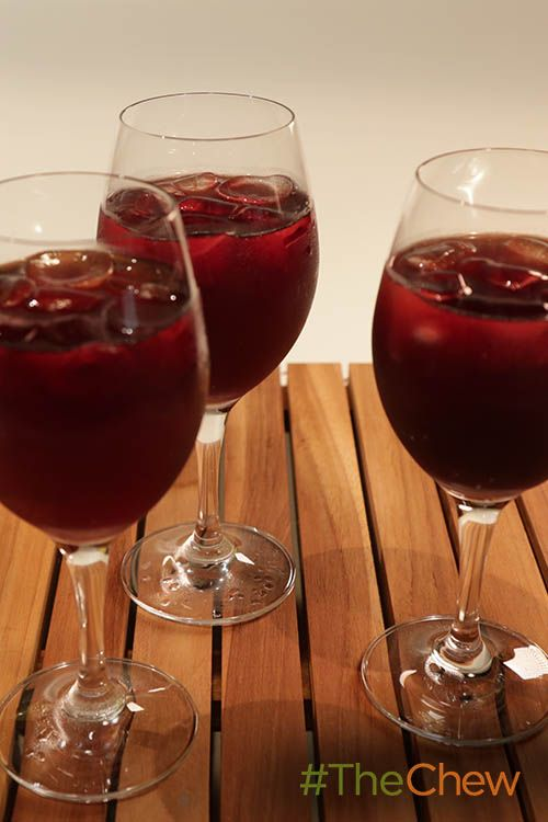 This spanish red wine spritzer is a light & refreshing cocktail!