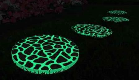Solar Stepping Stones, I think I would like to try this with glow in the dark paint