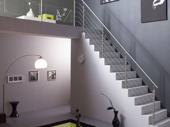 escalier contemporain en b ton cir leroy merlin un escalier gris tr s design avec un garde. Black Bedroom Furniture Sets. Home Design Ideas