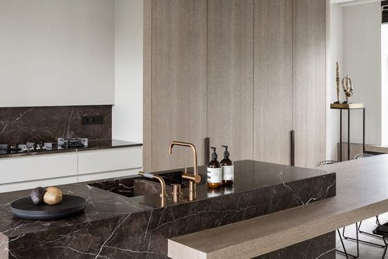 Why Black Marble Is Giving White Marble The Boot In The Kitchen Kitchen Marble Paris Home Decor Marble Kitchen Island
