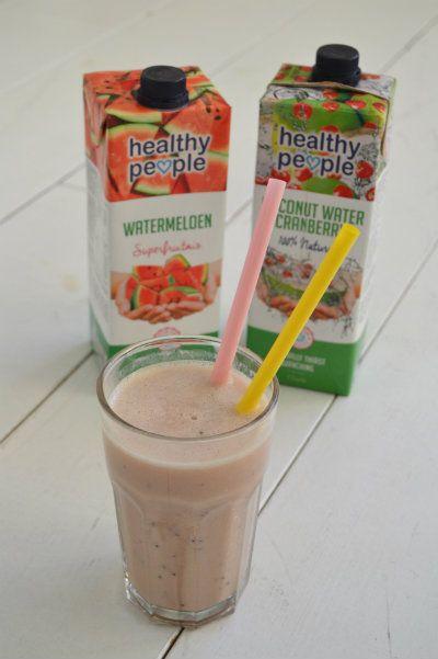Een heerlijke, verfrissende smoothie met de nieuwe smaak sap van Healthy People; Watermeloen! Super gezond, niet alleen voor in de zomer!