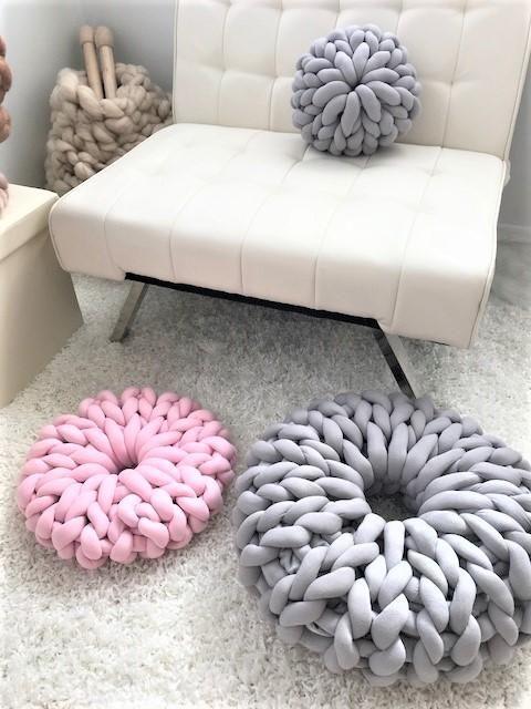 Donut Pillow Tube Yarn Diy Pillows Hand Knitting Diy Diy Knitting
