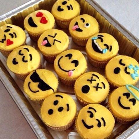 Emoji cupcakes #diymeals #emoji #cupcakes:
