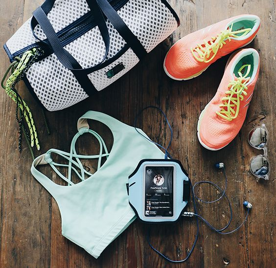 10 Things You Should Always Keep In Your Gym Bag