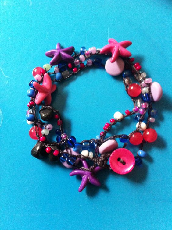 Pulsera de ganchillo, perlitas y estrellas de mar Byaly