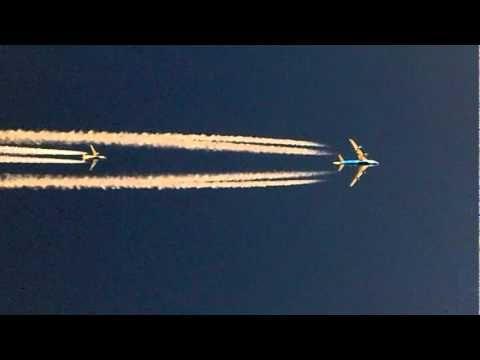 Amazing shot taken by Captain Sreekumar from the cockpit of a B777 at 33000. A B747 at 35000 ft overtaking a B737  at 37000 ft over Bagdad