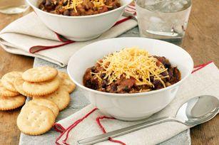 Engalanamos a los frijoles combinándolos con chili y la deliciosa carne de pavo. Estamos seguros que el sabor de esta receta encantará a toda tu familia.