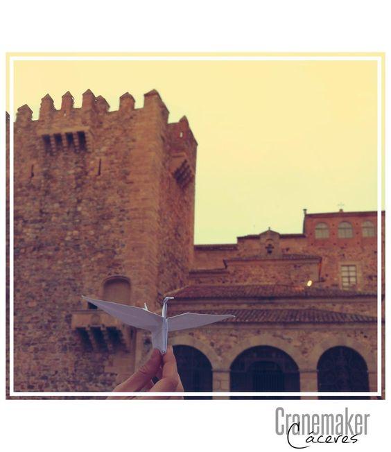 #CraneMaker llega a #Cáceres, #Extremadura, con la Gran Torre de Bujaco de fondo de la mano de @BeTheGirlOnFire !!