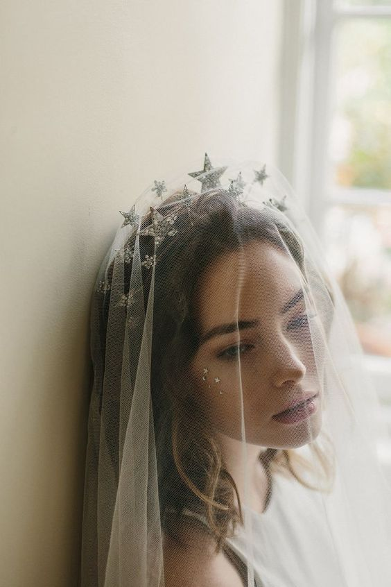 Cosmic veils. A celestial headband for the bride-to-be.